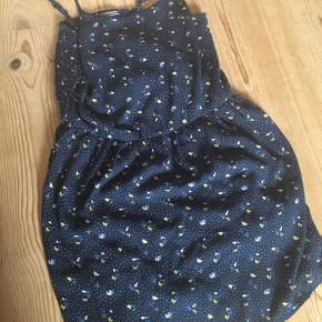 Fin sommer kjole med smock bagpå