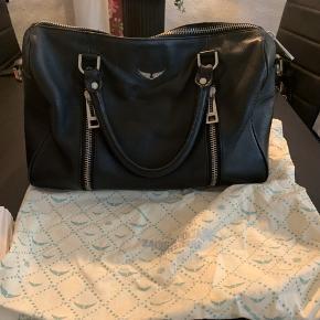 Zadig&voltaire taske sælges, fremstår super fin uden slid. Den lange rem og dustbag medfølger. Foretrækker at mødes