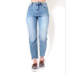 Monki moluna jeans. Str 27. 100% økologisk bomuld. Ingen stretch. Viser som ny