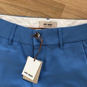 Super lækre blå chinos / bukser fra Mos mosh str. 38. Nypris 1299 kr Sælges for 650 kr Lige købt - men var desværre lidt for store😔 Bytter ikke