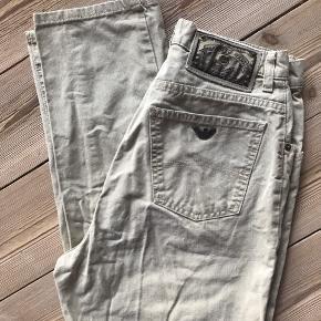 Fine mom jeans mummy pants. Højtaljede og plads til numsen