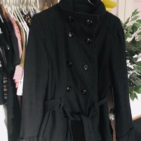Pæn uld frakke fra dyrefrit røgfrit hjem  Køber betaler porto