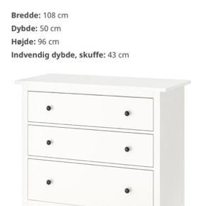 Hvid hemmes kommode fra Ikea. Ca 1 1/5 år gammelt. Har enkelte mærke foran, ellers pæn velholdt. Kom gerne med bud