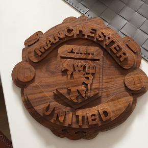 Manchester United logo /skilt i træ 21x20 cm