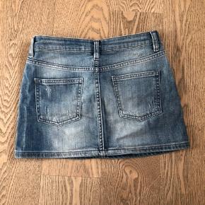 Sød lille denim nederdel.   Køber betaler fragt.