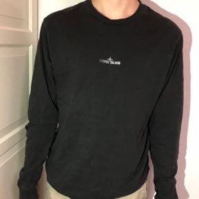 Har kvittering og alt OG.  Fitter super godt.   En fed trøje til det kommende vejr.  Logoet på ryggen og teksten foran er selvlysende med blitz