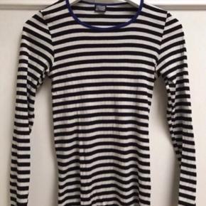 Sælger denne stribede bluse fra Mads Nørgaard.