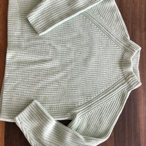 Ubrugt sweater købt på Louisiana. Passer fint både str xs og s (er selv str s) Se også mine over 100 andre skønne annoncer 💚