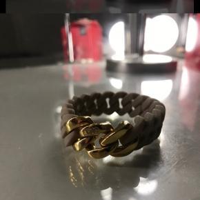 Sælger det her armbånd The rubz  Beige med guld Har aldrig gået med det Np 300 - mp BYD