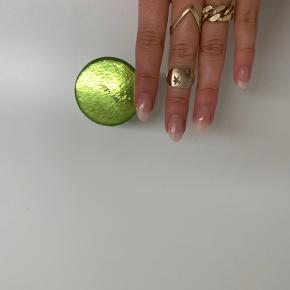 Fineste ring fra jane kønig, Brugt men stadig i fin stand. Str 50. Æske medfølger naturligvis Byd gerne