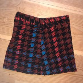 dejlig og smuk nederdel fra topshop petite. den passer en small 🥰  59% uld 29% polyester 12% acrylic  75kr💛  #30dayssellout