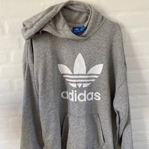 Lækker oversized hættetrøje fra Adidas! BYD endelig!