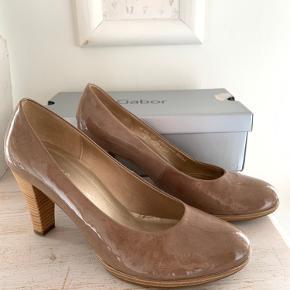 Smukke stiletter fra Gabor, str 7, svarende til en str 40. Læder, meget komfortable.  Jeg har sat dem til salg andre steder også