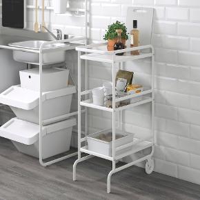 Sælger dette rullebord fra Ikea💙 Kan købes både adskilt eller samlet alt efter hvad der passer bedst :)  Mål: 97x56x33 Afhentes på Sydhavnen i København