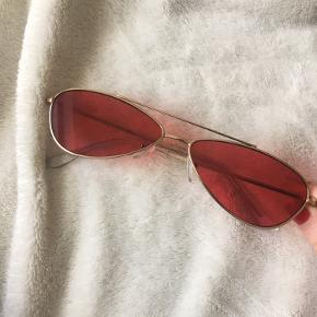 Seje briller købt på ASOS og er næsten aldrig brugt, fremstår derfor i super stand ❤️