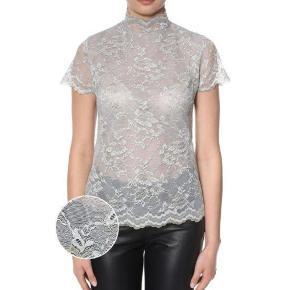 Så smuk blonde T-shirt fra Erbs str 38 Aldrig været i brug stadig med prismærke. np 499  94% polyamid6% elasthan Fast pris