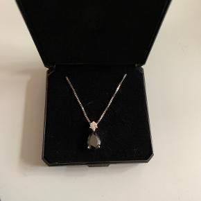 En halskæde jeg har fået i gave som aldrig er blevet brugt. Fra Plaza.  Og det er i sølv 😊