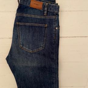 Whyred jeans, model Syd, mørkeblå. Str. 31 x 34. Som nye, kun brugt én enkelt gang.