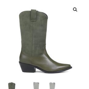 Helt nye ubrugte cowboystøvler i ruskind og læder. Kommer i original kasse.