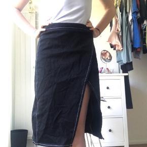 Fin nederdel med hvide syninger. #30dayssellout