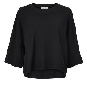 Helt ny Olga Jersey tee. Silke/cotton Jersey  Str L, sort  Bytter ikke Nypris 1200kr