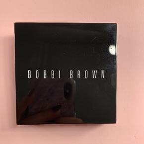 Bobbi Brown Highlighter i farven 'Pink glow'. Brugt 3-4 gangeNp: 395,-