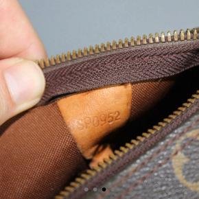 Louis Vuitton speedy 30 taske sælges. God med brugt. Lås+nøgle medfølger. Byd :-)