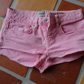 Varetype: Shorts Størrelse: W25 Farve: Lyserød Oprindelig købspris: 399 kr.  Se min andre annoncer - har mange fine ting