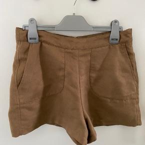 Brune shorts. Skriv privat for flere billeder og detaljer. Prisen kan forhandles. 3 for 2 på hele min profil.