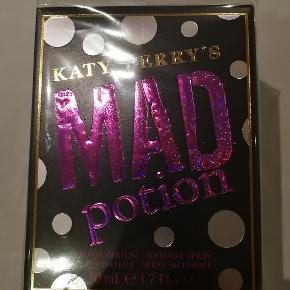 Helt ny Katy Perry Mad Portion 50 ml. Er ægte og købt i dansk butik.  NP 299 kr. NU 50 kr. Se på billederne for mere information.