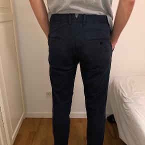 Super fede blå bukser fra Lindbergh. Kan gå til både en pæn skjorte, men også et normalt outfit.