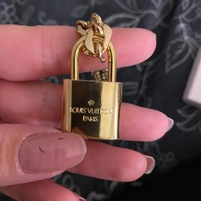 Louis Vuitton lås med nøgler  Aldrig brugt :)  KÆDEN følger ikke med !!!