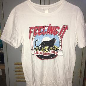 T-shirt fra H&M med tryk Rigtig fed! Desværre bare blevet for lille. Kom med et bud :)