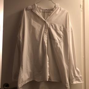 Lidt til et oversize look hvis man normalt er en str small :)