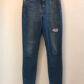 Flotte cropped jeans fra bæredygtige Pieszak.  Med lidt stretch.  Str. 27 Talje 2x36 cm.  Længde: 102 cm.  Ingen bytte Fast pris ex lev.