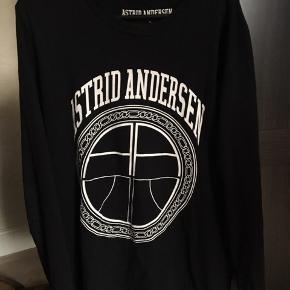 Sælger denne lækre AA trøje. Nypris er 1000 kr. Størrelse L Byd
