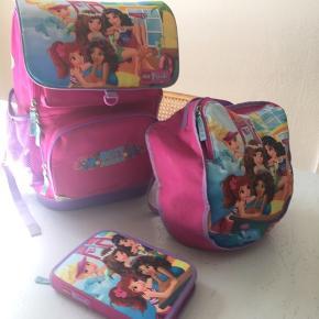 Rigtig fin LEGO friends skoletaske der stadig kan klare en tur mere i skole 🙏🏻  Sælges samlet penalhus idrætstaske og skoletaske 50kr   Sender gerne 💌