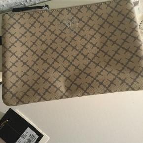 New cosmetic bag/ clutch  Np 500dkk