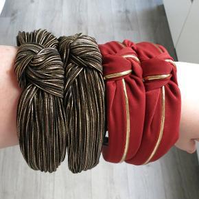 Ny hårbøjle KUN 40 kr. stk.   Disse kan bruges både af børn og voksne. Farven kan variere lidt fra billedet pga. lyset.  Fast pris, ingen bytte.   1 stk. 40 kr.  2 stk. 70 kr.  3 stk. 90 kr.   Plus porto: 1 stk. 10 kr. Med PostNord.  1 stk. Med DAO koster 33 kr.   Hårspænde hårbøjle hårbøjler Spænder pandebånd