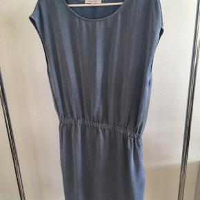 Skøn let kjole.  Brugt en enkelt gang.