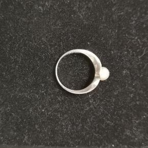 Fin sølvring med ægte ferskvandsperle Str 51 Forsendelse 38 kr med DAO