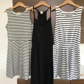 Prisen er pr. kjole Pæn stand Størrelsen hedder 134/140  Prisen er excl. porto Bemærk, mine priser er faste. Handler gerne mobilepay på 26810990