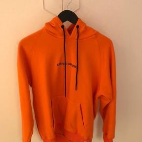 Lækker streetammo hoodie.  Står som ny.  Nypris 800kr.