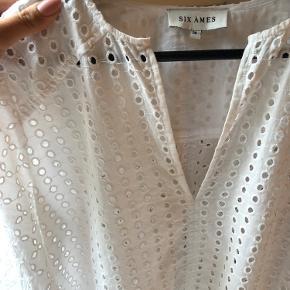 Sælger denne fine Six Ámes skjorte, da jeg ik for den brugt. Fitter s/m - åben for bud:)