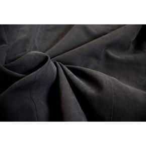 Blød blazer - Farve: Gråsort og beige  - Klassisk med et tvist   Pasform: - Passer en str. XS og S  Styling: - Passer godt til sorte outfits, da den beige farve gør outfittet interessant