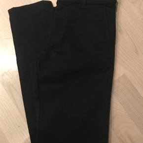 Varetype: Super lækre bukser fra Hope Farve: Sort Oprindelig købspris: 1300 kr.  Super lækre bukser, desværre købt for små. Kun brugt en gang. Livvidde ca. 2 x 36 cm. Indvendig benlængde ca. 73 cm. Mæærket er desværre klippet ud, så jeg kan ikke se hvilken model.  Sender med DAO. Handler gerne mobilepay.