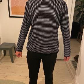 Langærmet tynd trøje fra COS