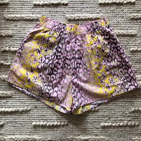 Ganni cotton leo short from limited edition. Fabric and size label has been cut off. Otherwise like new. True to size. Quite flexible with the elastic waistband.
