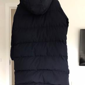 Den populære og super lækre Dustin frakke fra Neo Noir. Synes ikke den klæder mig alligevel, og det er for sent at returnere. Stadig med tags.