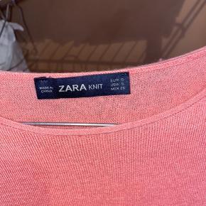 """Fed """"strik"""" t-shift fra ZARA, virkelig flot med en hvid skjorte inden under🙃"""